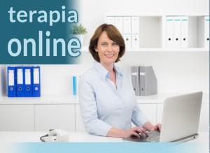 imagen de terapia online, mujer con un ordenador